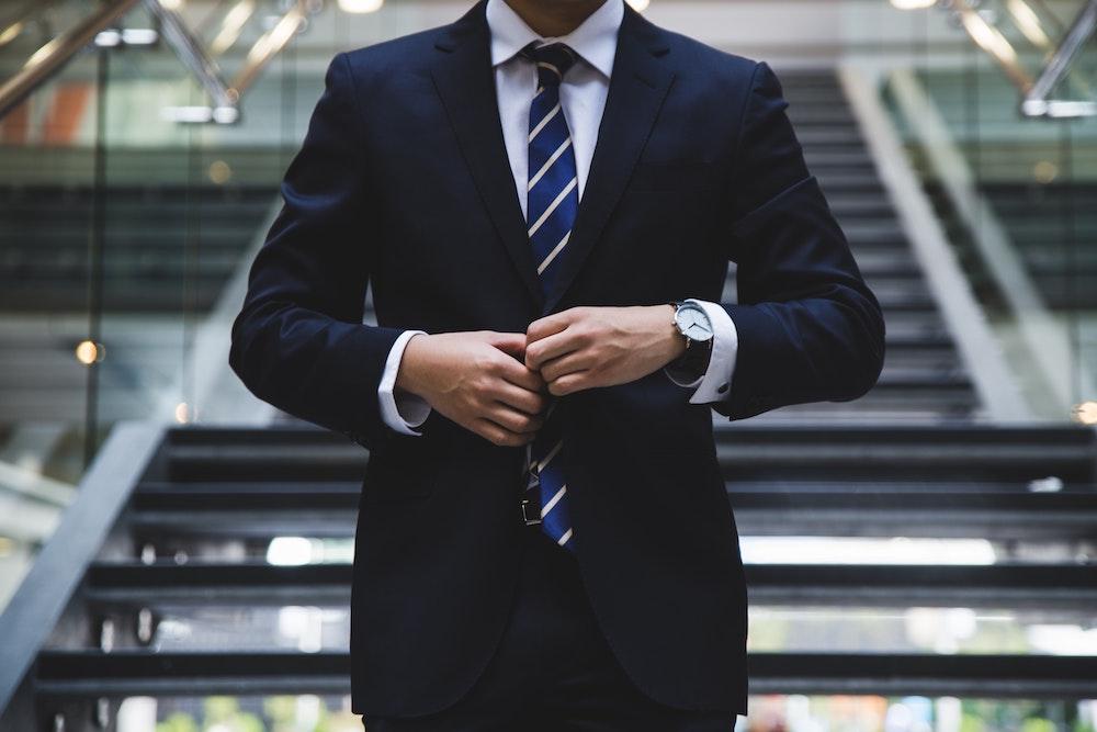 Află cum te poate ajuta un consultant financiar